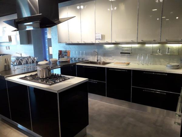 Veneta cucine mod. DIAMANTE vetro – Giavoni Arredamenti
